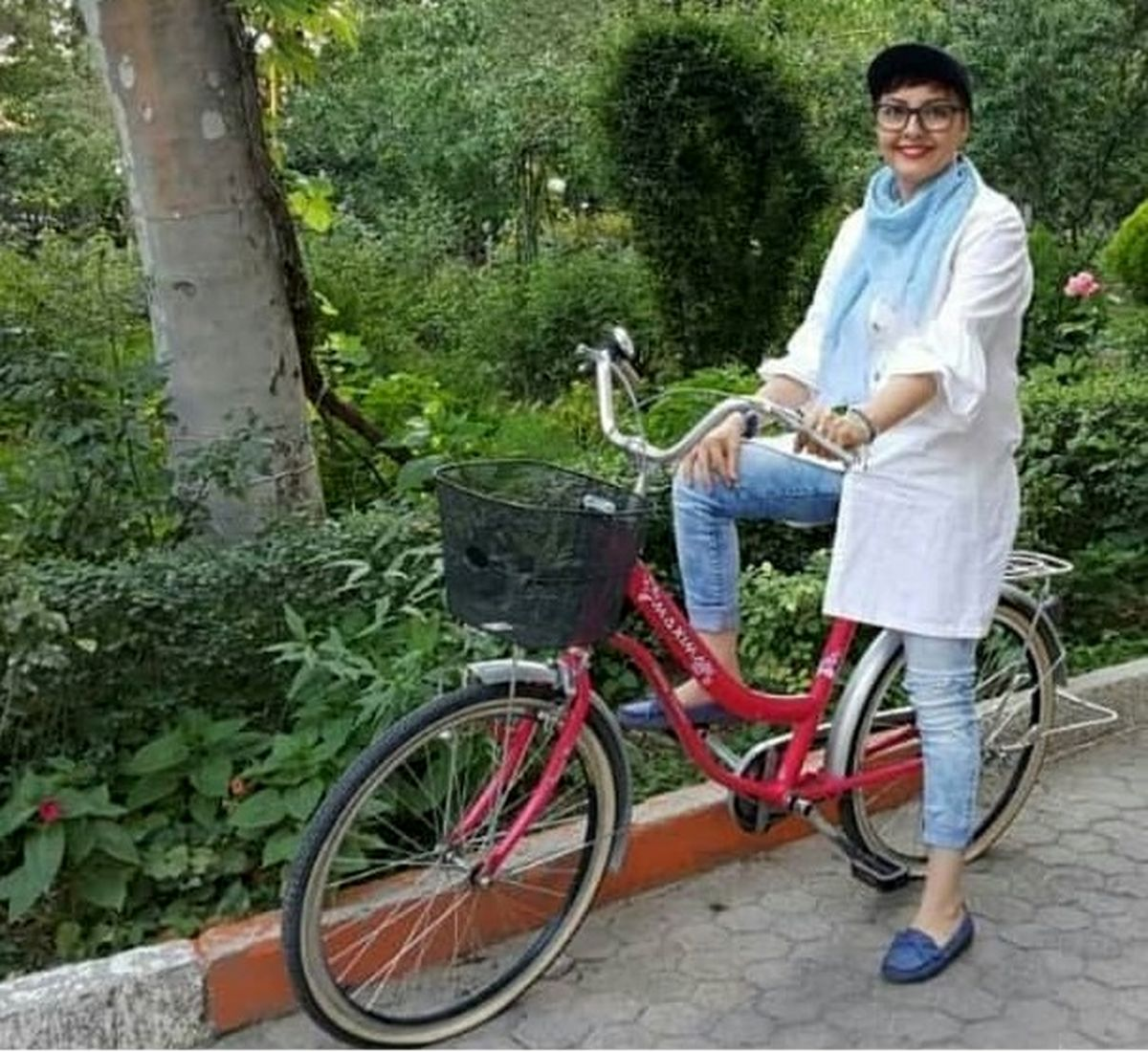 دوچرخه لاکچری آناهیتا همتی با شلوار کوتاه!+عکس