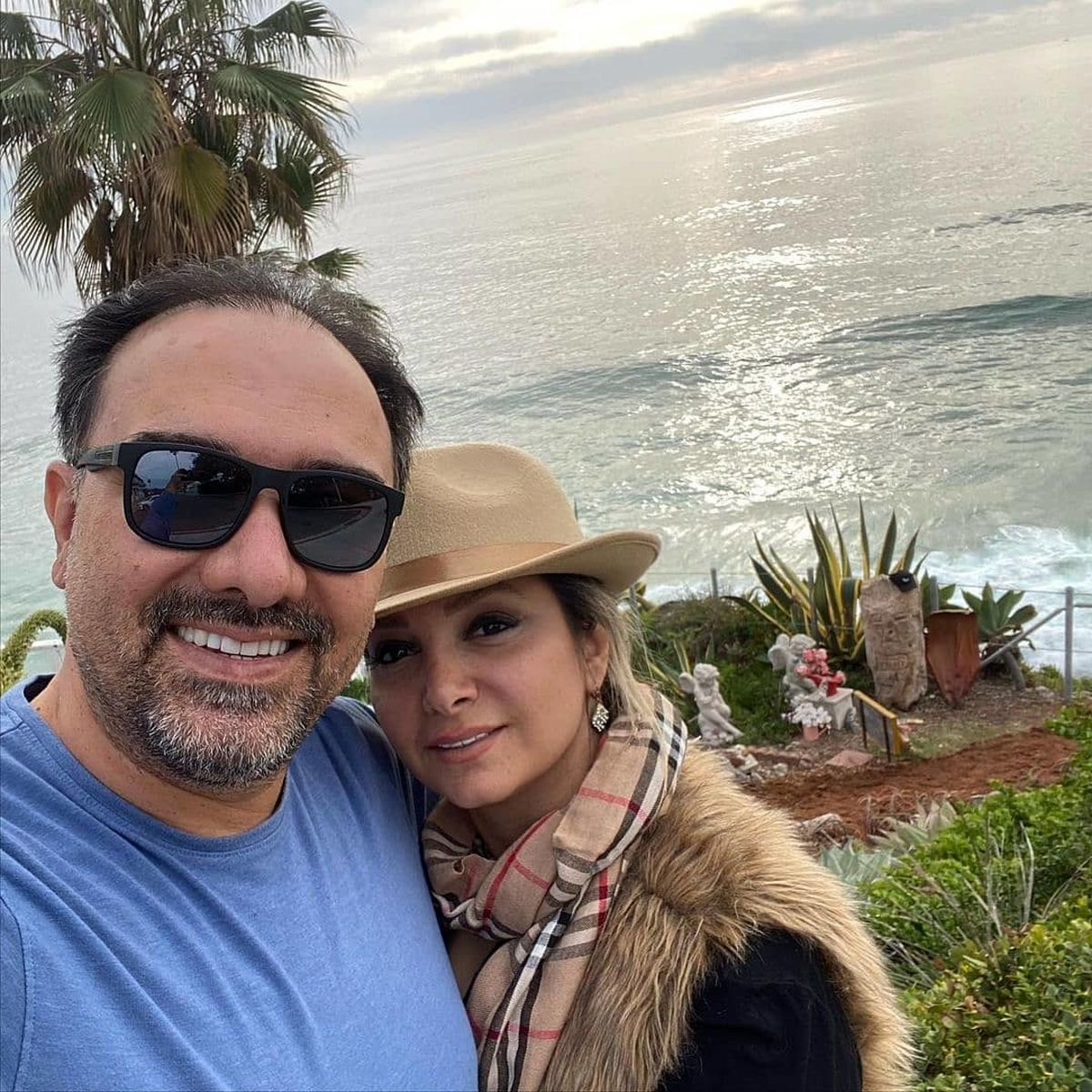 عکس عاشقانه برزو ارجمند و همسر بی حجابش
