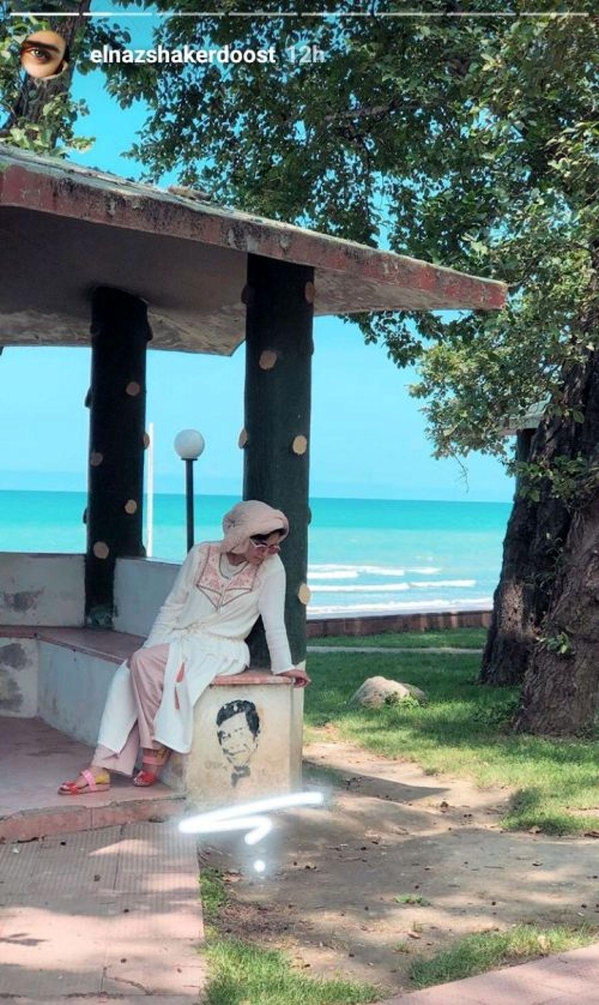 پاهای عریان الناز شاکردوست لب ساحل/ لاک رنگی رنگی الناز شاکردوست+عکس