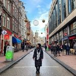 تیپ و لباس ترلان پروانه با موهای باز در خیابان های آمستردام / عکس