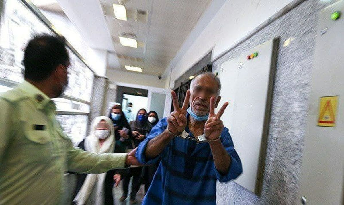 عکس تکاندهنده از پدر بابک خرمدین در دادسرای جنایی!
