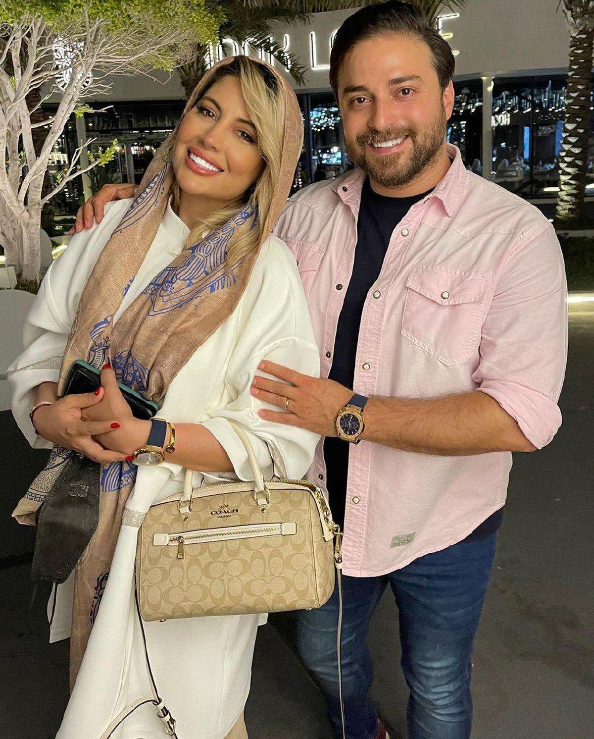 عکس عاشقانه بابک جهانبخش و همسرش در مکانی لوکس
