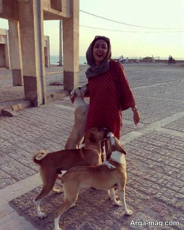 هانیه توسلی در محاصره عجیب سگ ها ! + عکس