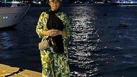 فریبا نادری بدون حجاب و با بولیز و شلوار در کنار دریا + عکس