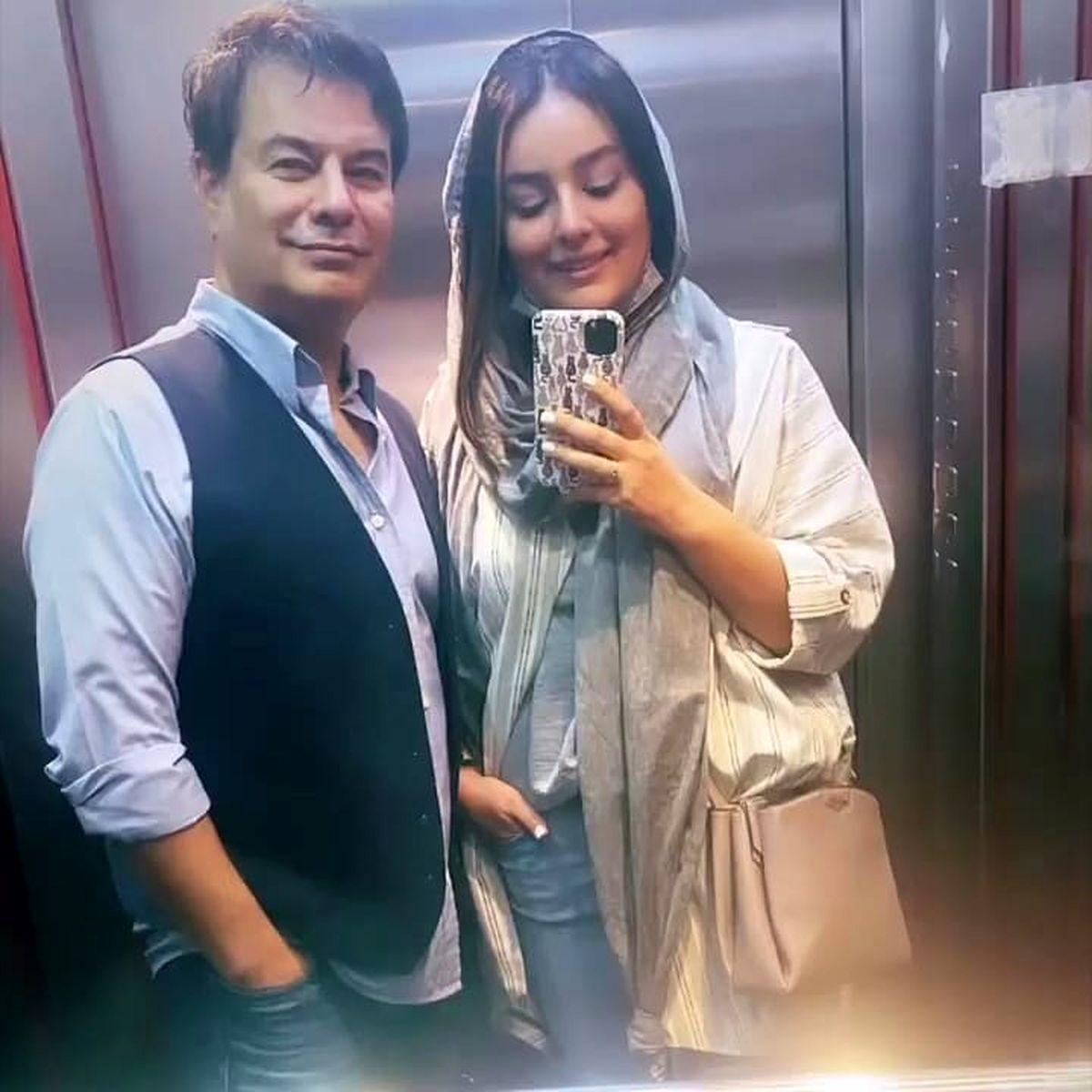 عکس عاشقانه پیمان قاسم خانی و همسرش در آسانسور