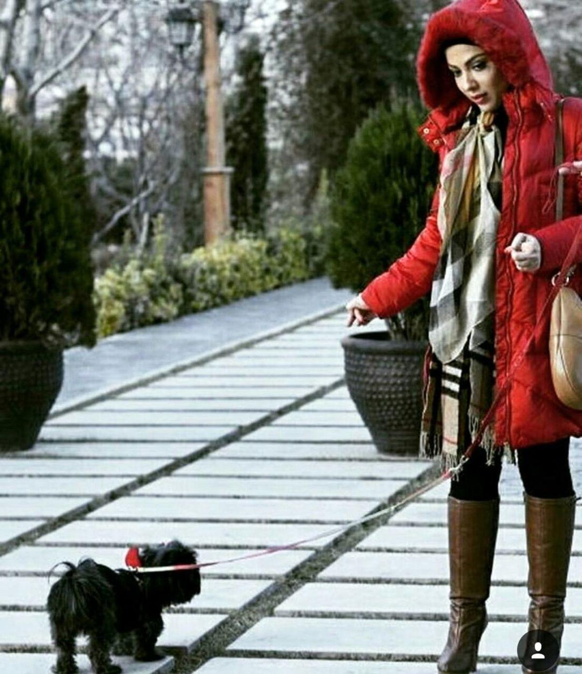 تیپ ناجور لیلا اوتادی در هنگام تفریح با سگش ! +عکس