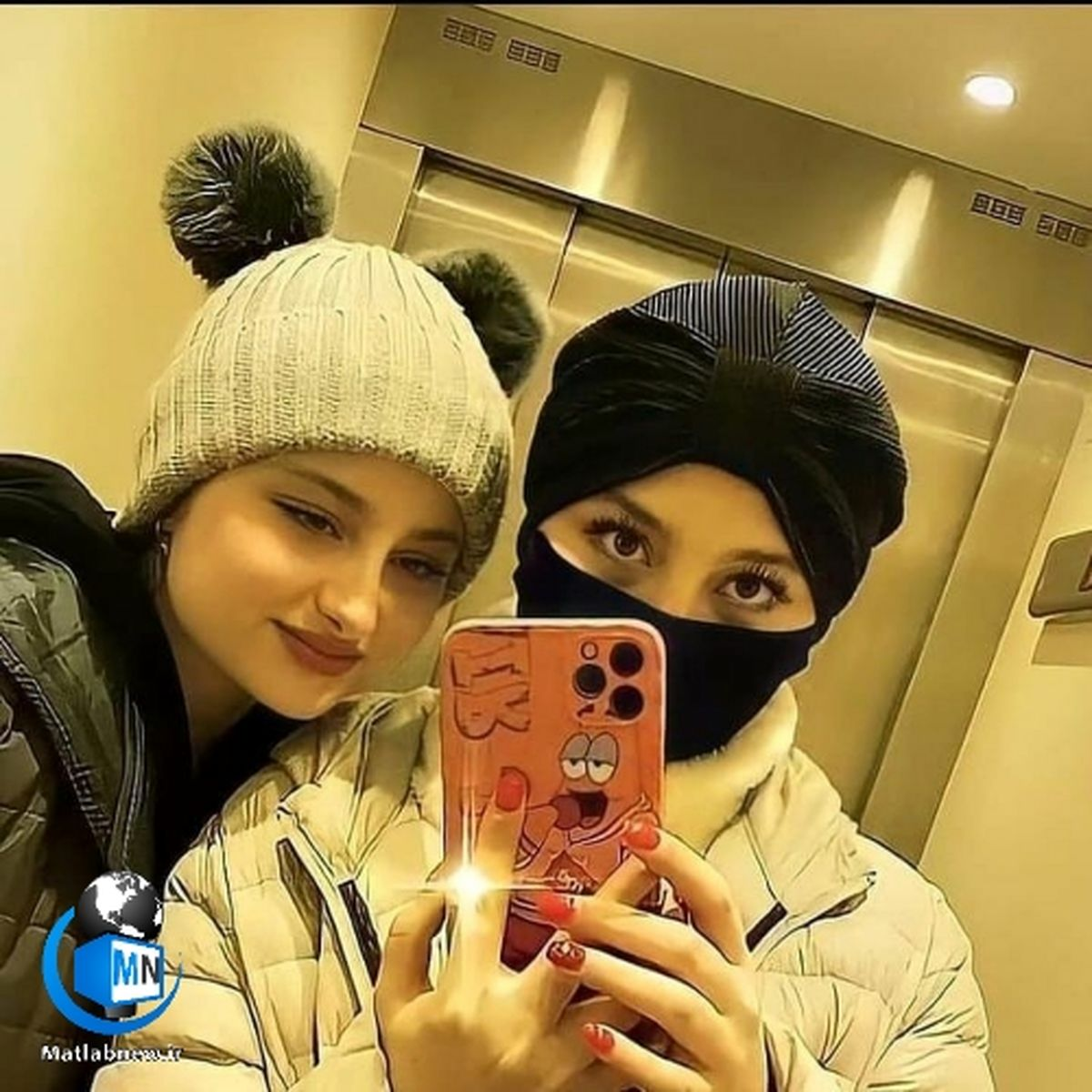 خالکوبی سارا و نیکا جنجال به پا کرد/ خالکوبی منشوری + عکس