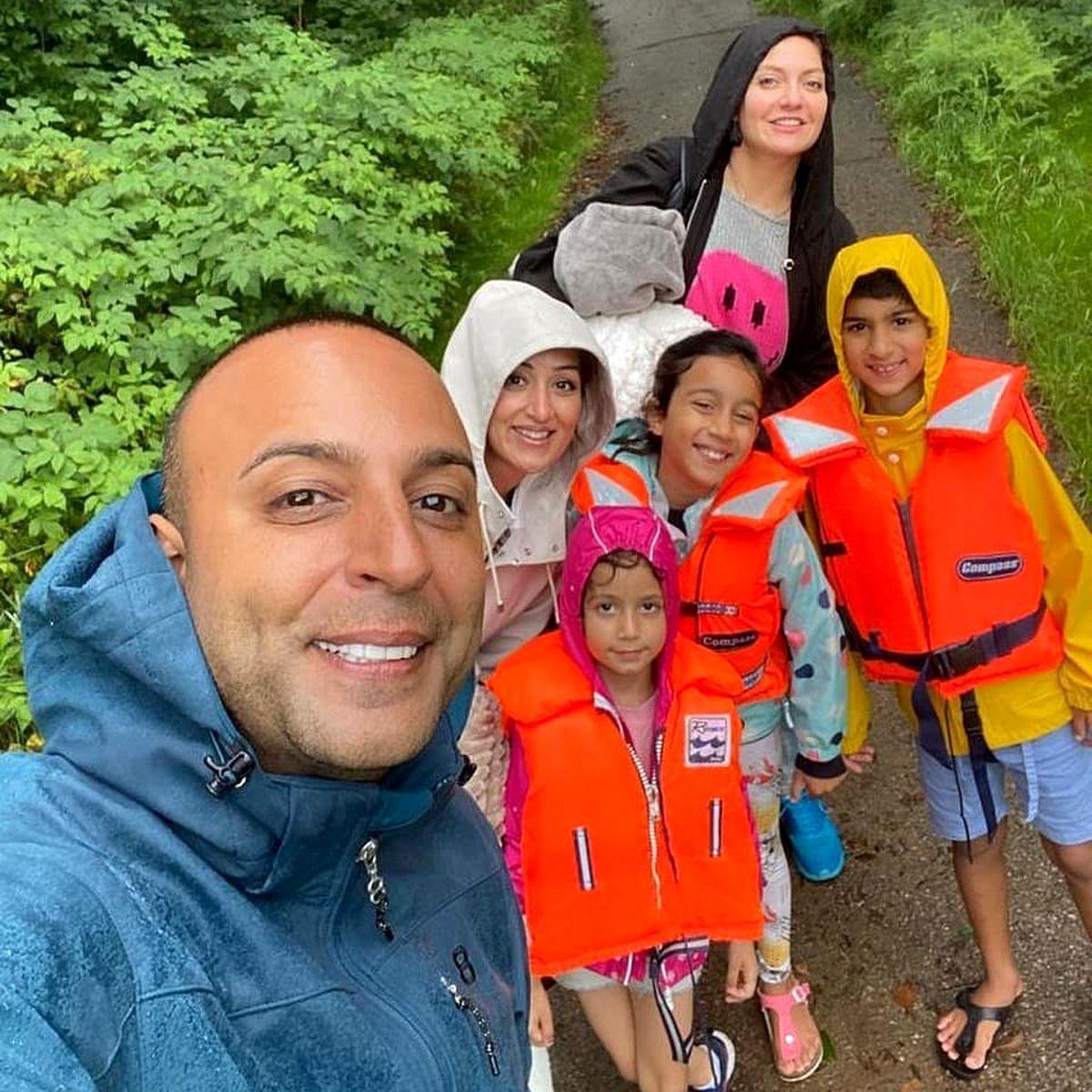 خوشگذرانی مهناز افشار با خواننده لس آنجلسی و خانواده اش /عکس