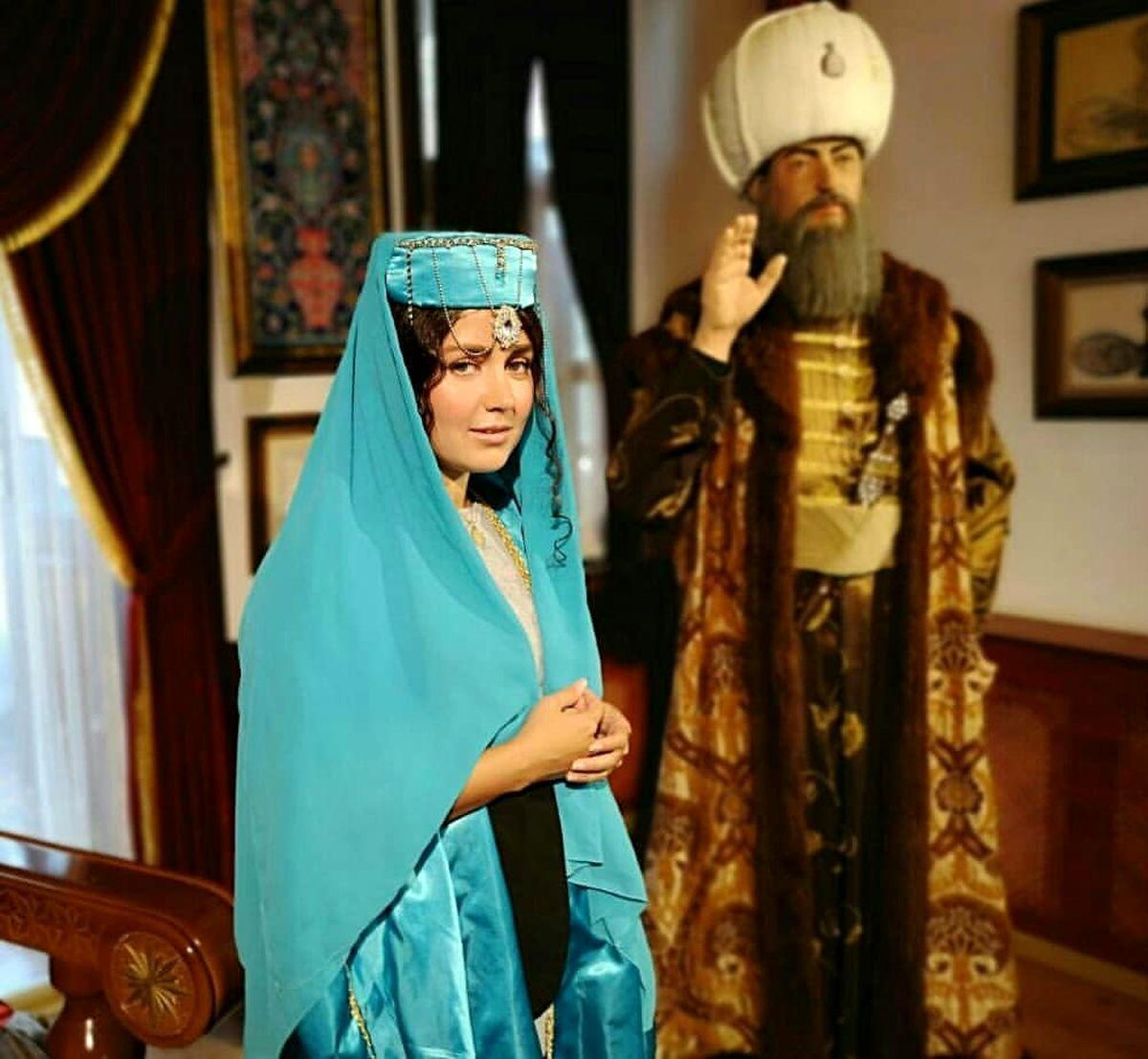 افسانه پاکرو با لباس سنتی و لختی + عکس