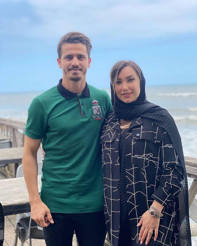 لباس یقه باز و ناجور همسر ورویا غفوری کنار دریا +عکس