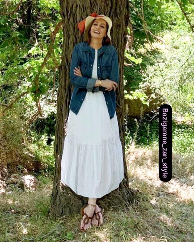 عکس بی حجاب شقایق دهقان با پیراهن کوتاه و پاهای برهنه