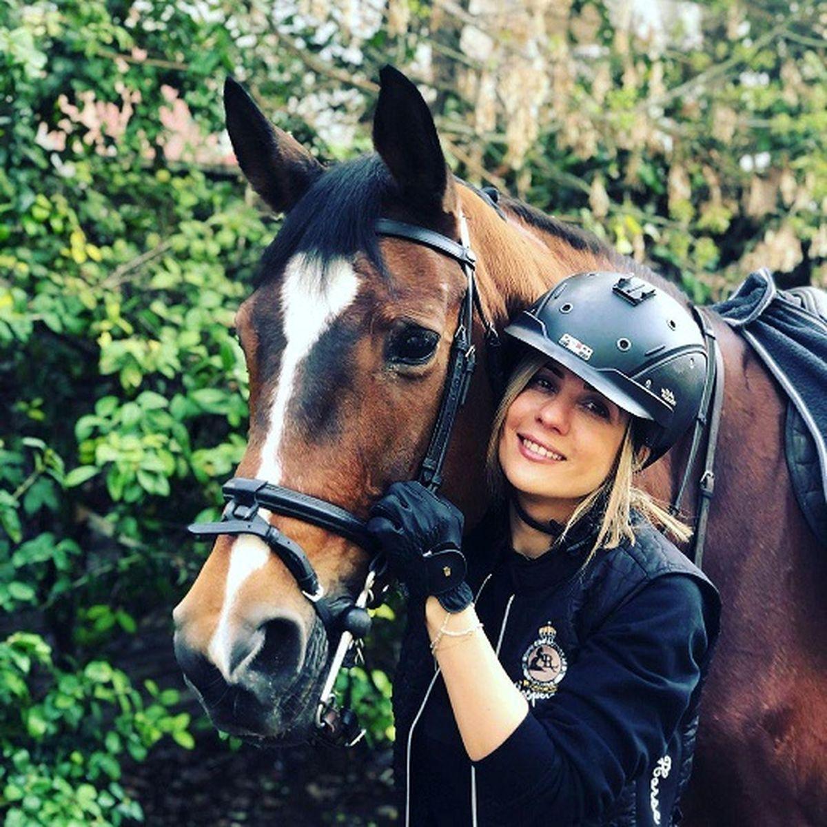 سارا بهرامی بدون حجاب در حال اسب سواری! +عکس